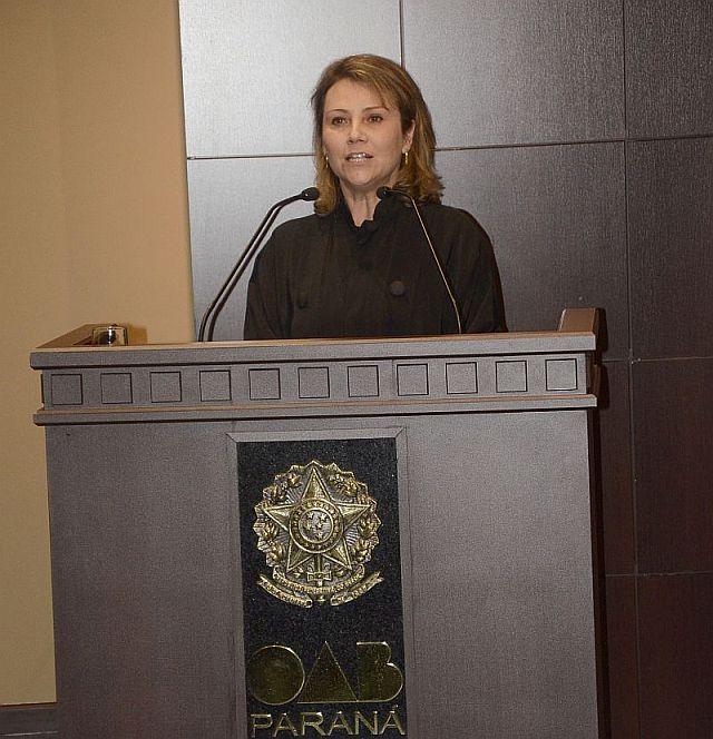 Compromisso coletivo de novos advogados contou com participação da vice-presidente da CAA/PR