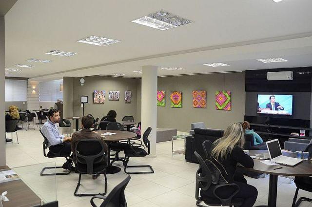 Café do Edifício Maringá oferece opções de refeição rápida e lanches para advogados