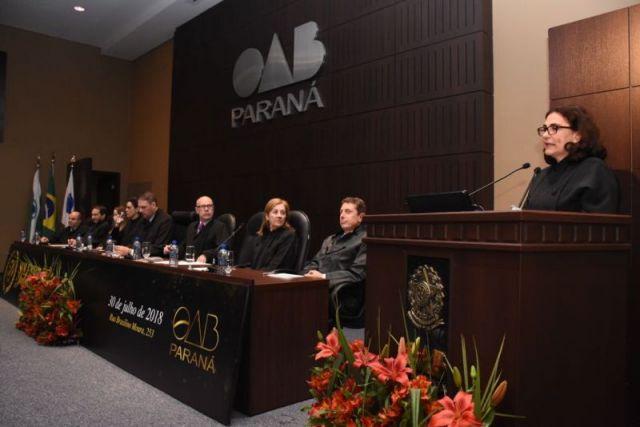 Secretária-geral da CAA prestigia solenidade de jubilamento da advocacia paranaense