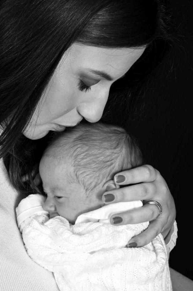 CAA/PR abre exposição fotográfica que revela a maternidade