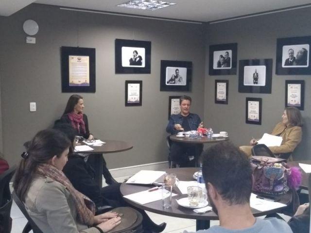 CAA/PR promove encontro de leitura e discussões de obras literárias