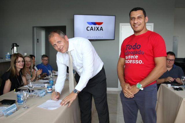 CAA/PR firma convênio que disponibiliza plataforma gratuita para gestão de escritórios