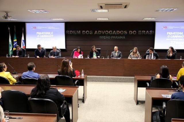 CAA/PR participa de evento sobre privatização na OAB Paraná